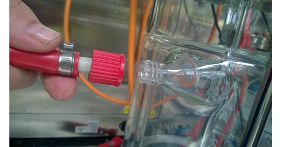GL18 connection on glass UniVessel.jpg